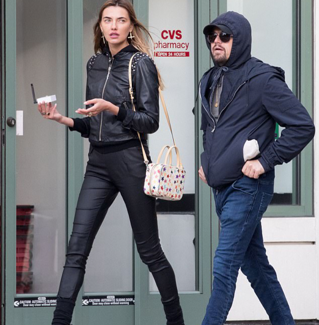Пара прогуливалась по улицам Нью-Йорка