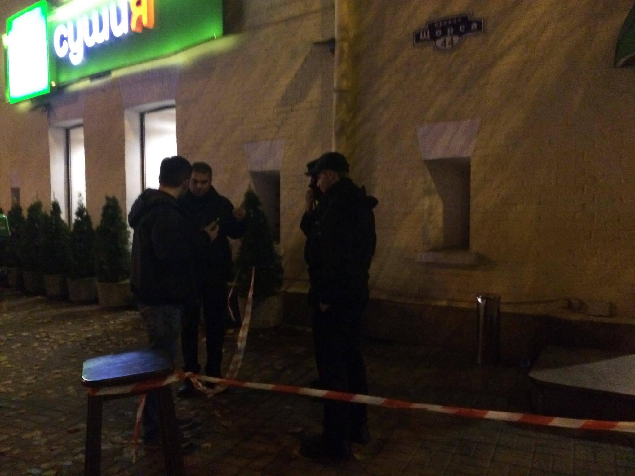 ВКиеве вресторане мужчине выстрелили вголову, его увезла «скорая»
