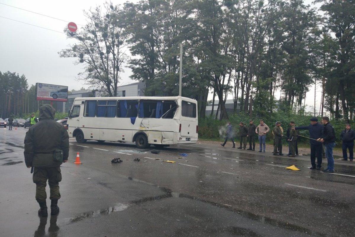 Под Киевом автобус Нацгвардии врезался вмаршрутку