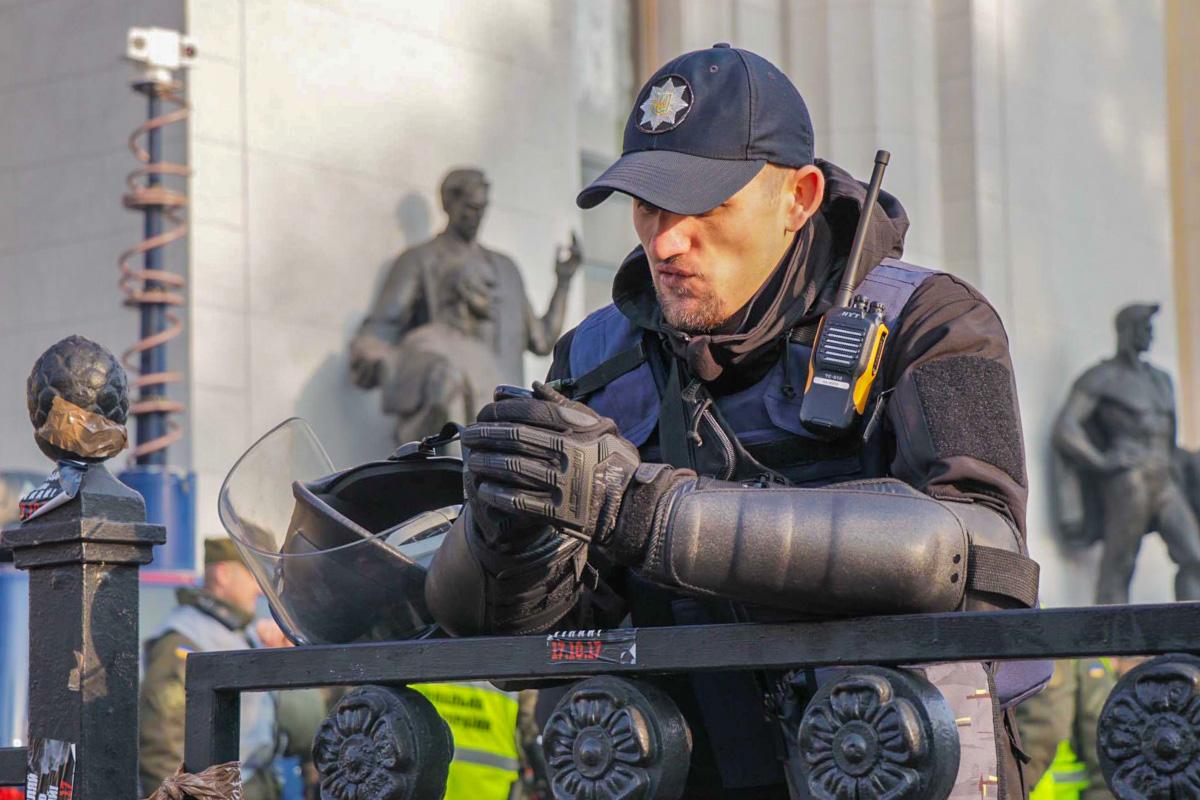 Полиция дежурит у стен Верховной Рады
