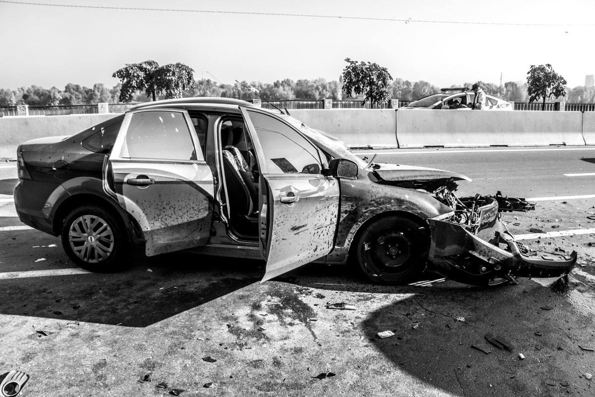 Передняя часть Ford разбита полностью