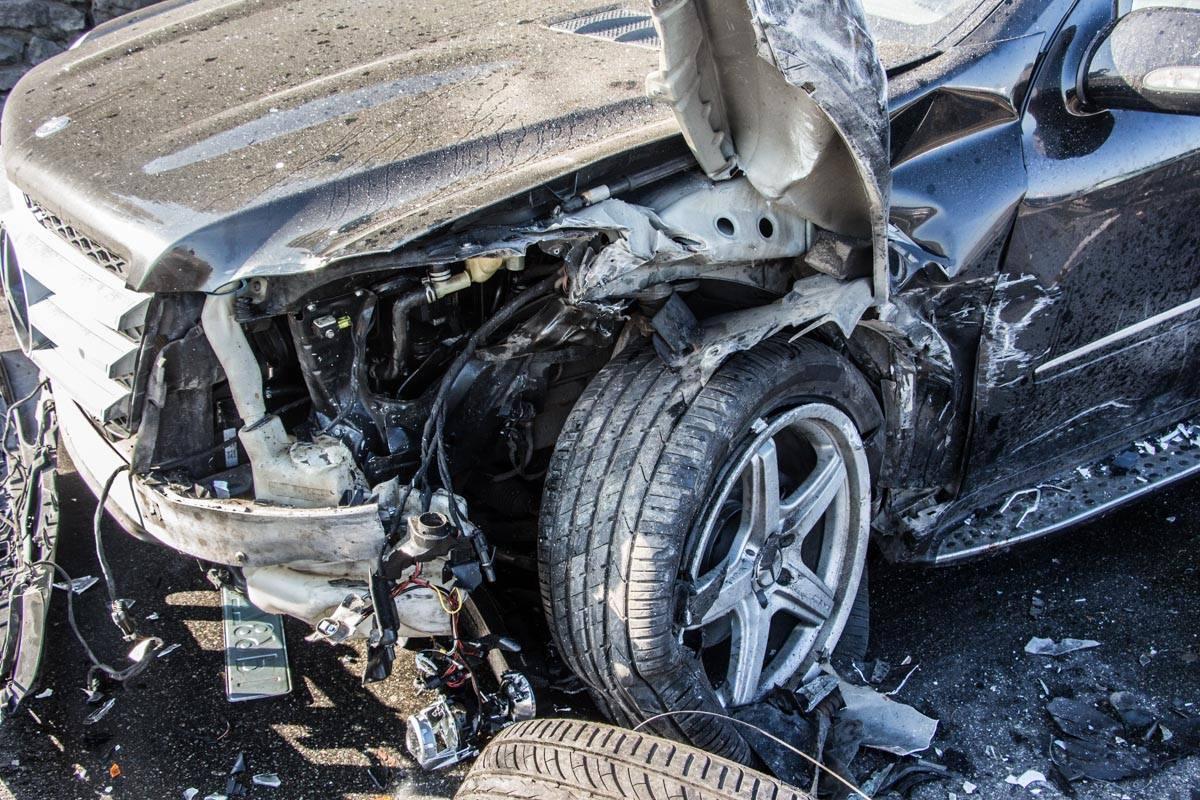 Разбитый Mercedes GL 550