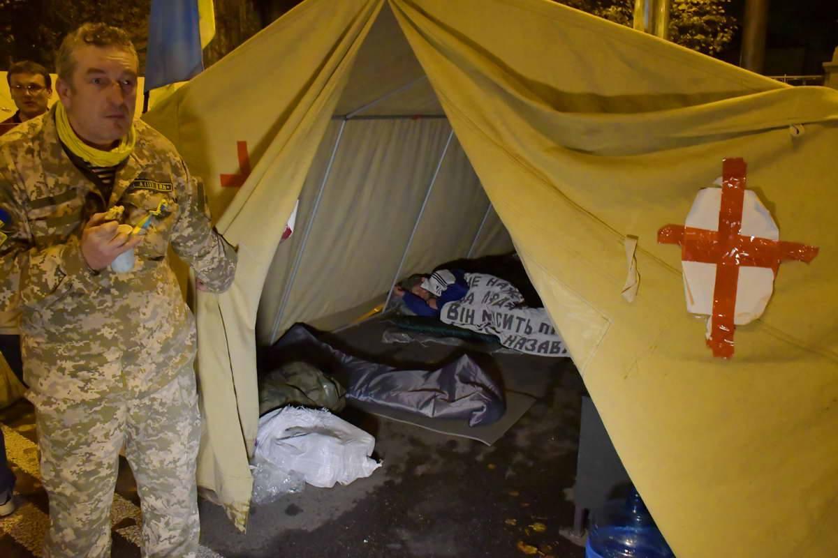 Спать в палатках приходится практически на земле