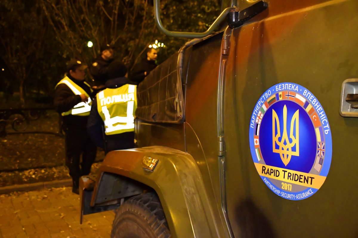 Около Рады много военной техники и полицейских