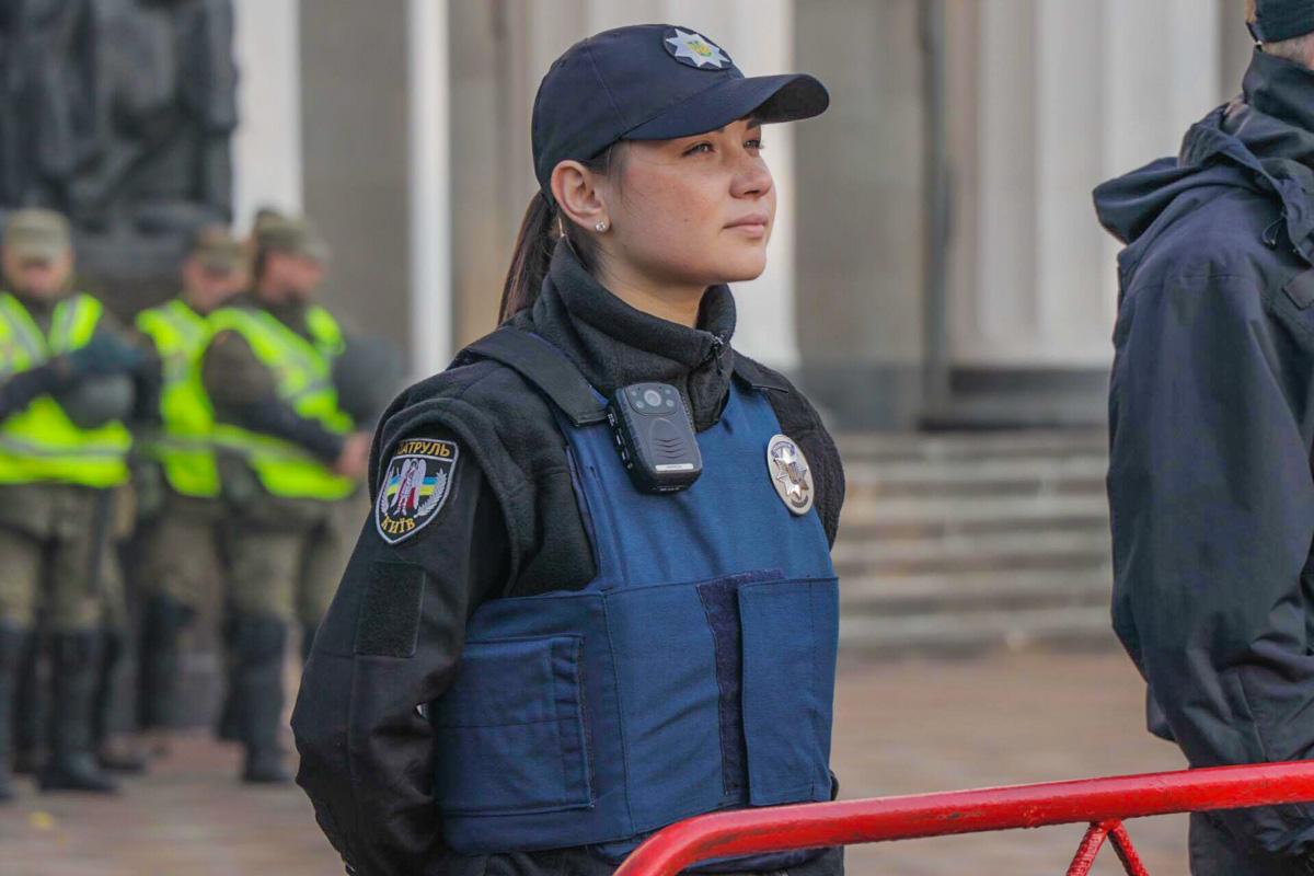 Полиция охраняет порядок возле Верховной Рады