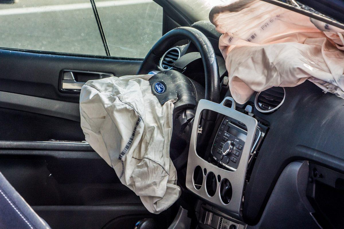 Водитель Ford не пострадал, сработали подушки безопасности