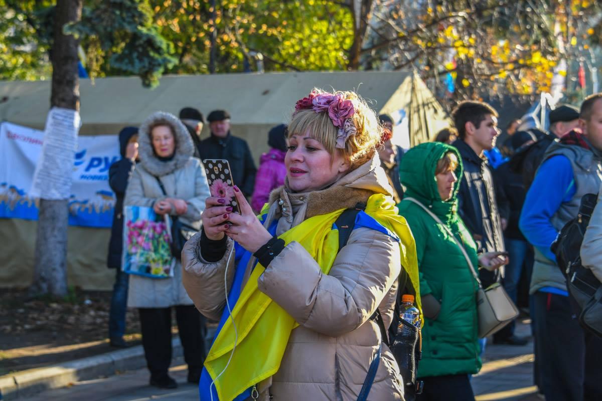 Девушка с флагом Украины