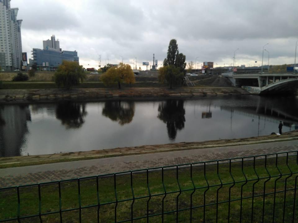 Русановский канал в 30 метрах от автомойки