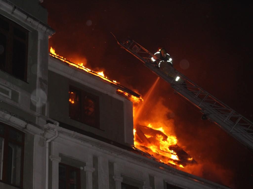 Сгорел полностью 3 этаж.