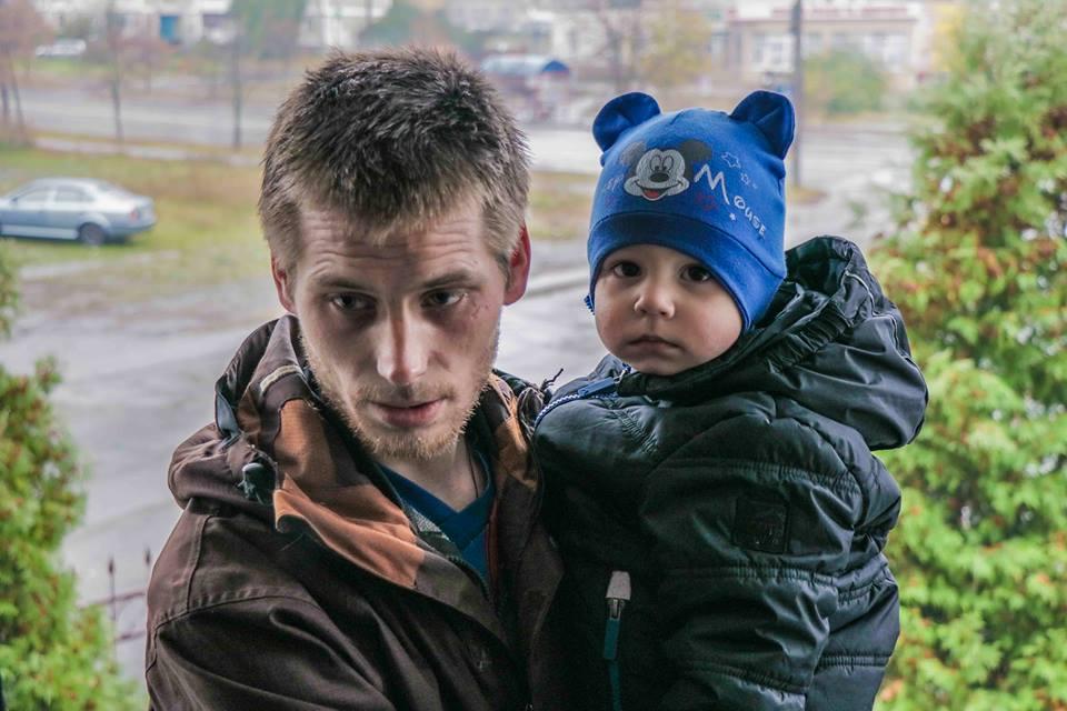 Переселенец Владимир с 2-летним сыном