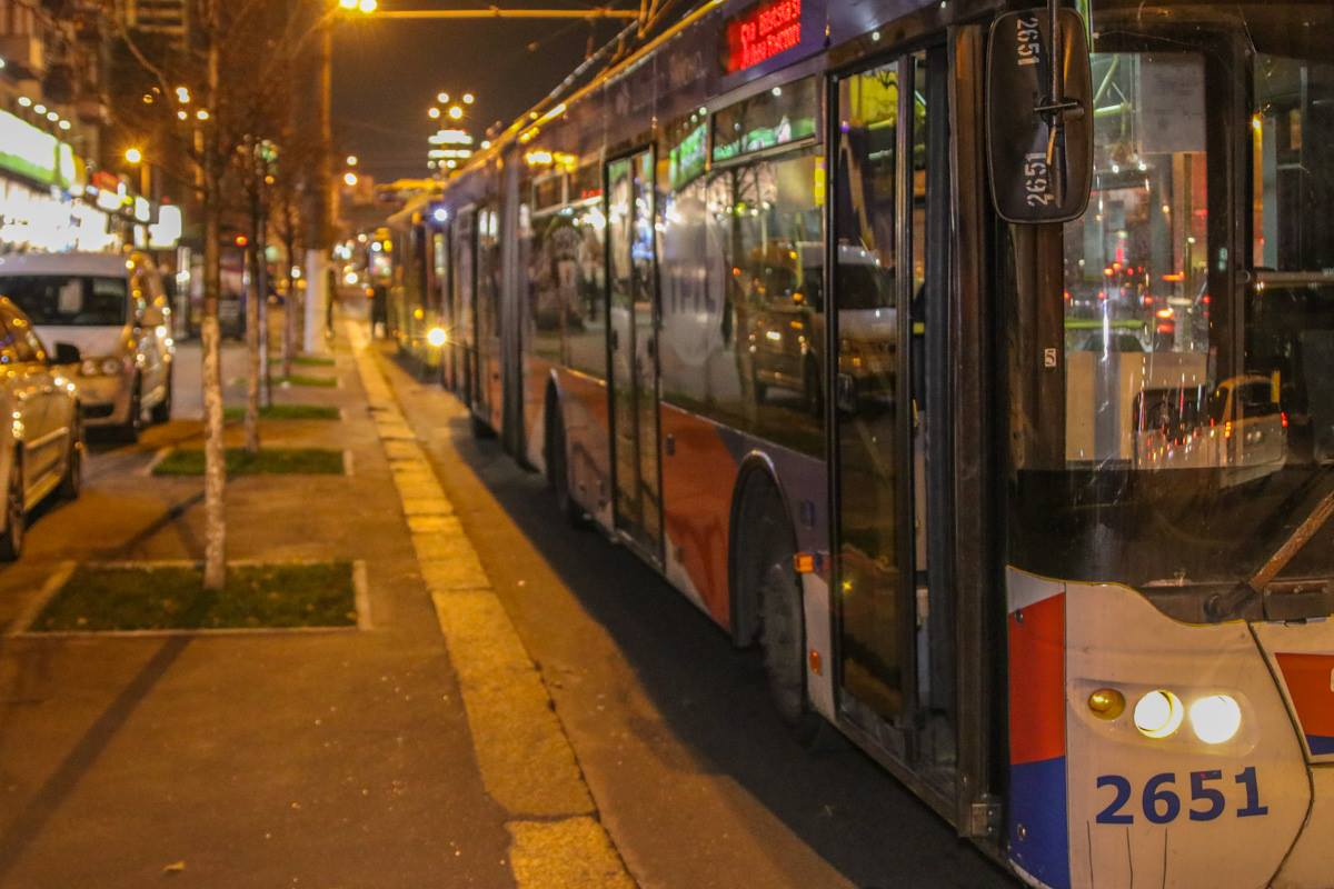 Троллейбусы стоят в сторону центра