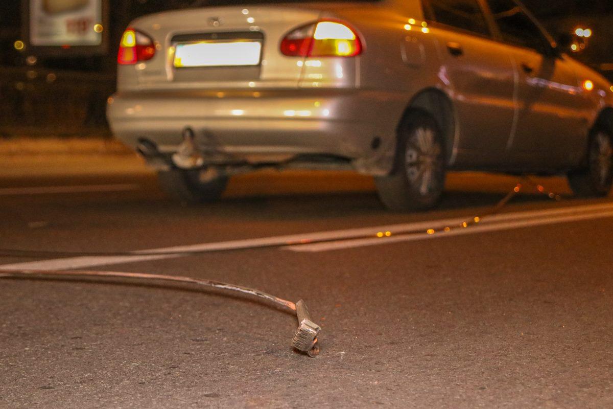 Оборванные провода валяются на дороге