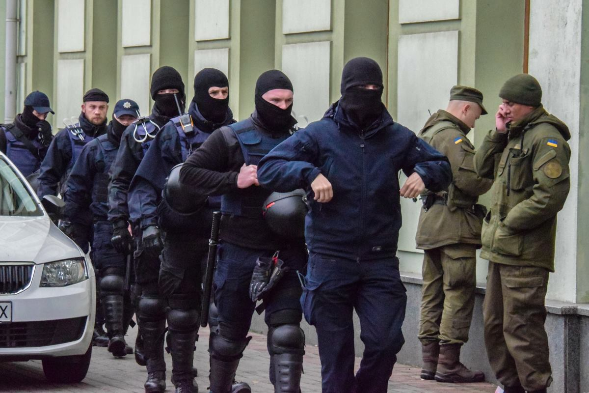 Правоохранители после задержания радикалов