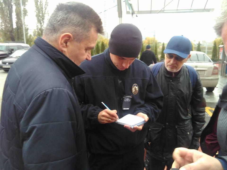 Полиция проверит факт законности строительства автомойки и ее влияния на ухудшения здоровья жителей Русановки