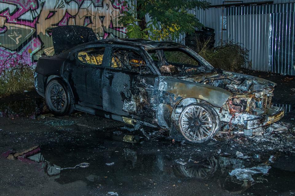 Внутри машины все обгорело