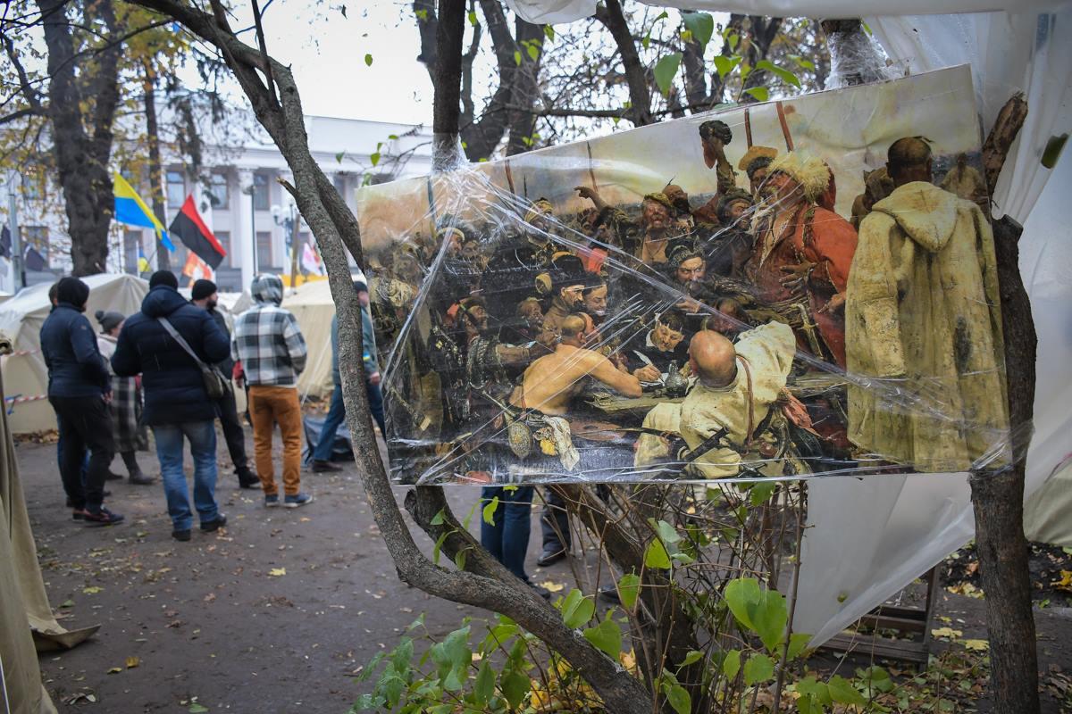 Картина с запорожскими казаками появилась возле одной из палаток в лагере протестующих
