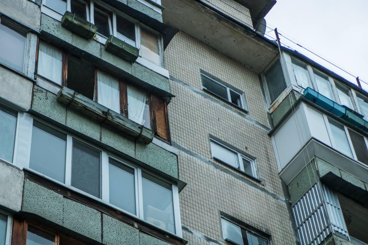 По предварительной информации мужчина выбросился из окна 9 этажа