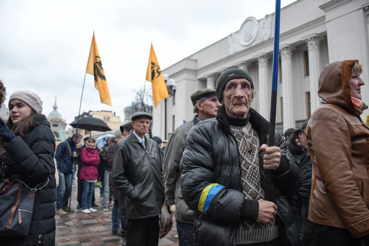 Протестующих плохая погода тоже не испугала