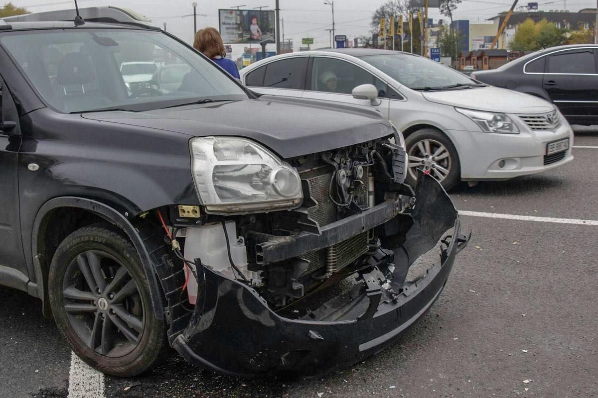 Автомобиль Nissan въехал в Chevrolet