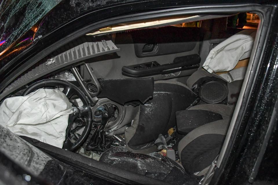 Машина сильно повреждена. Водитель чудом уцелел.
