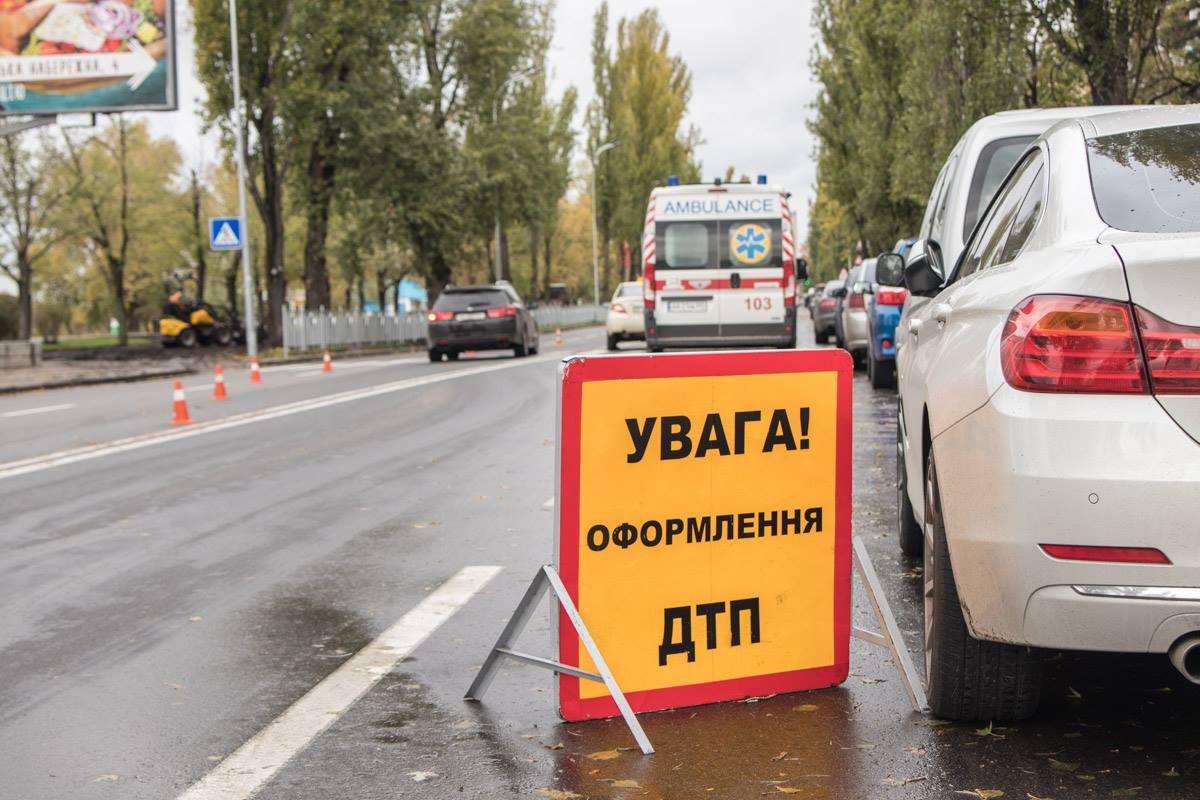 Авария произошла на Русановской набережной, 4