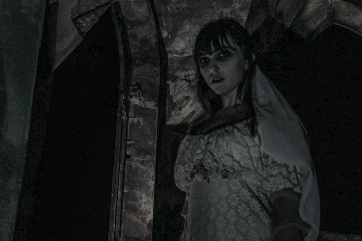 """""""Мертвая невеста"""" в ночь Хэллоуина бродит по Байковому кладбищу"""