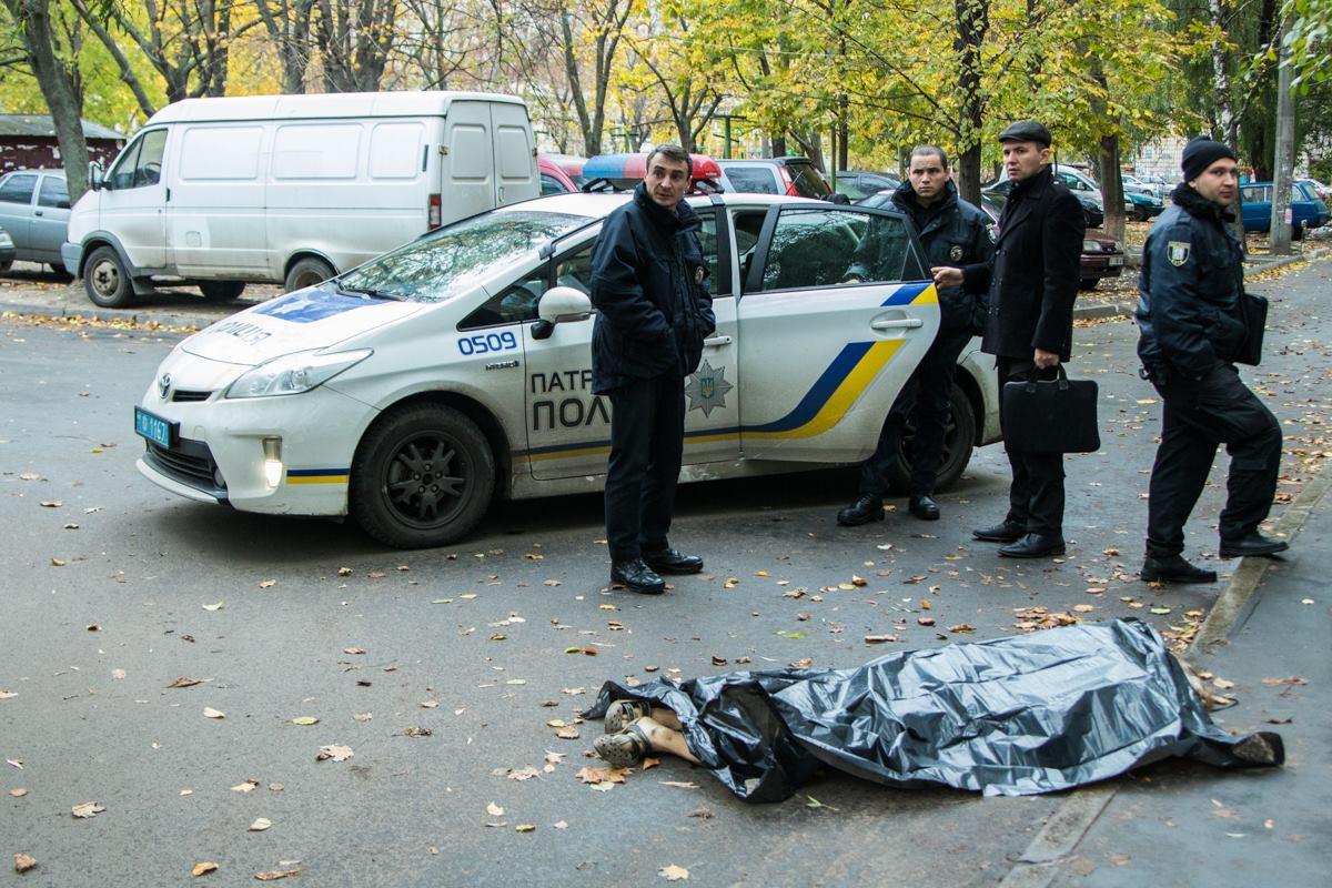 На место инцидента прибыла патрульная полиция и СОГ