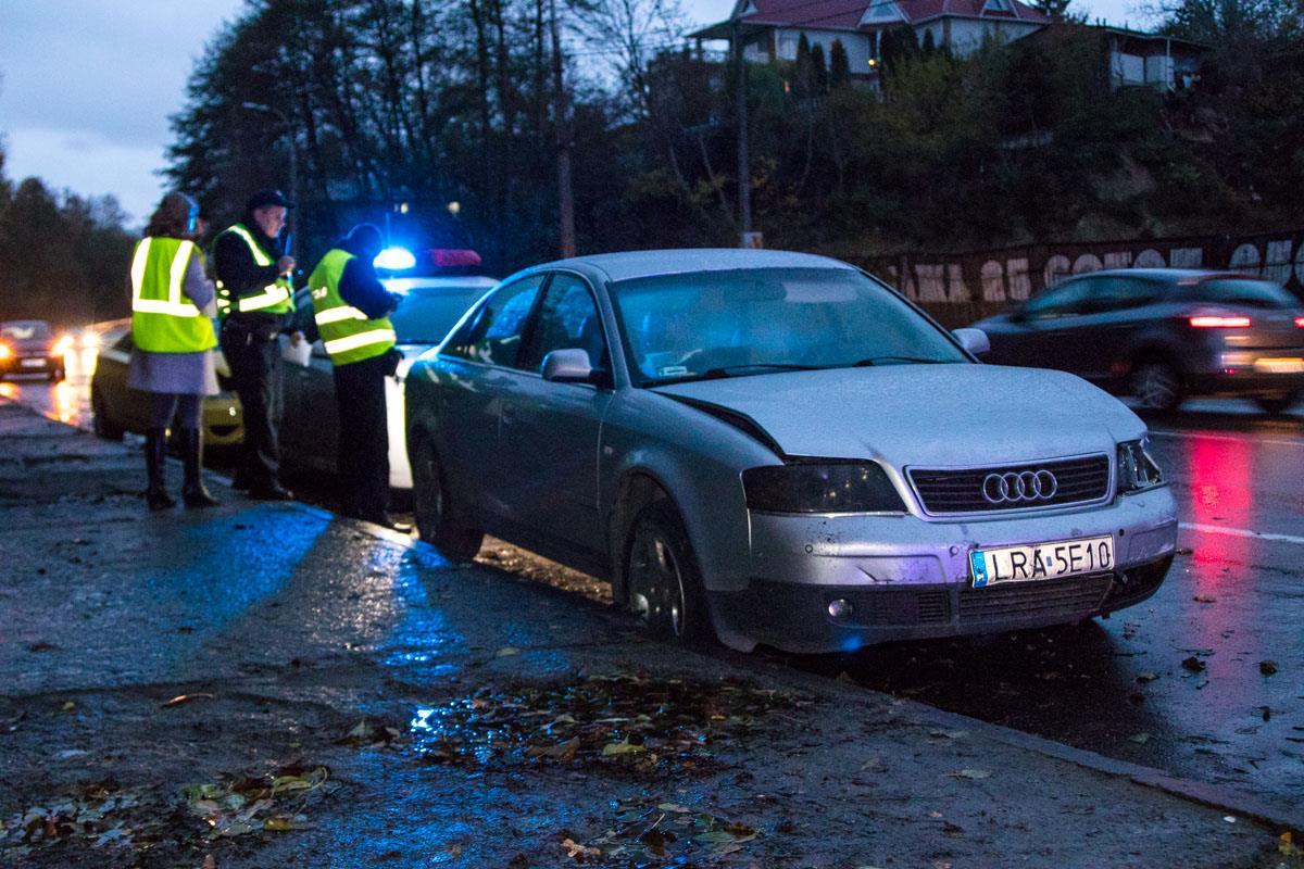 В ДТП, которое изначально оформляли патрульные, не поделили дорогу Audi и Daewoo Matiz