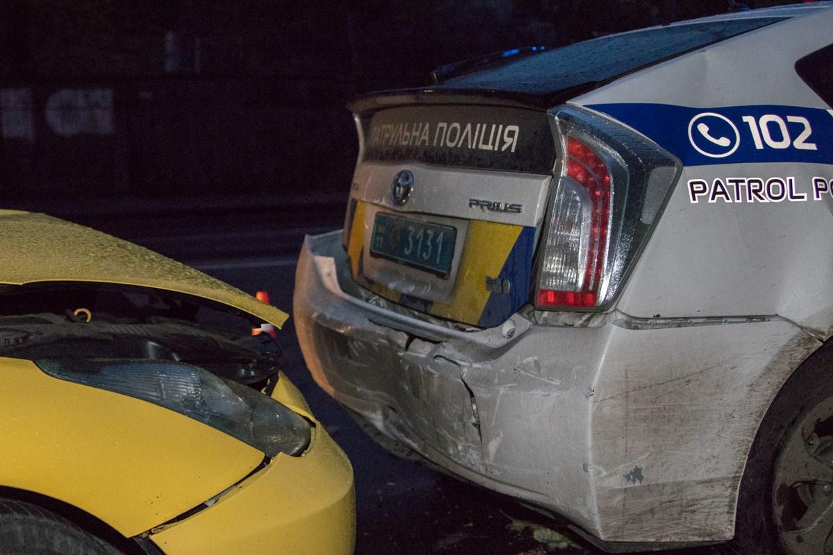 Оба авто значительно повреждены