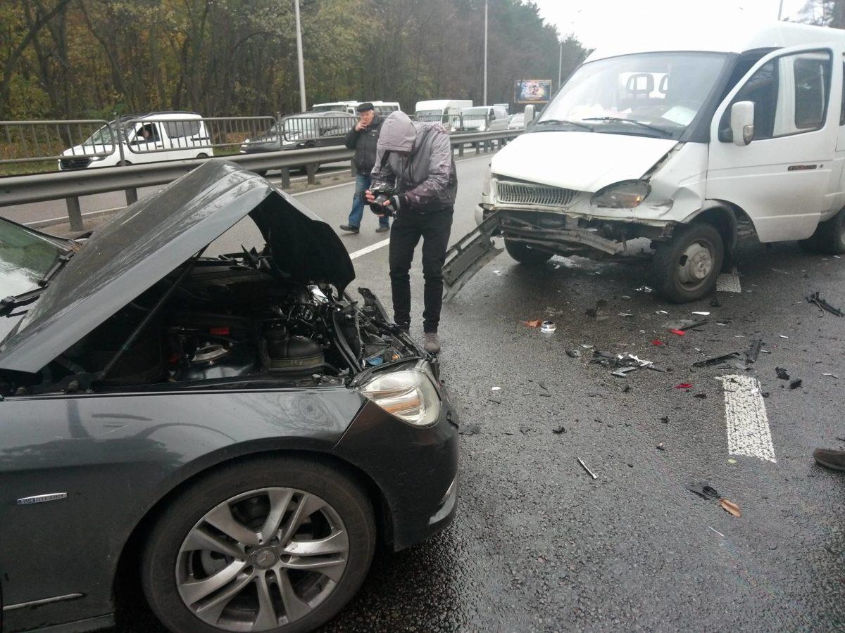 На месте аварии пока нет полиции