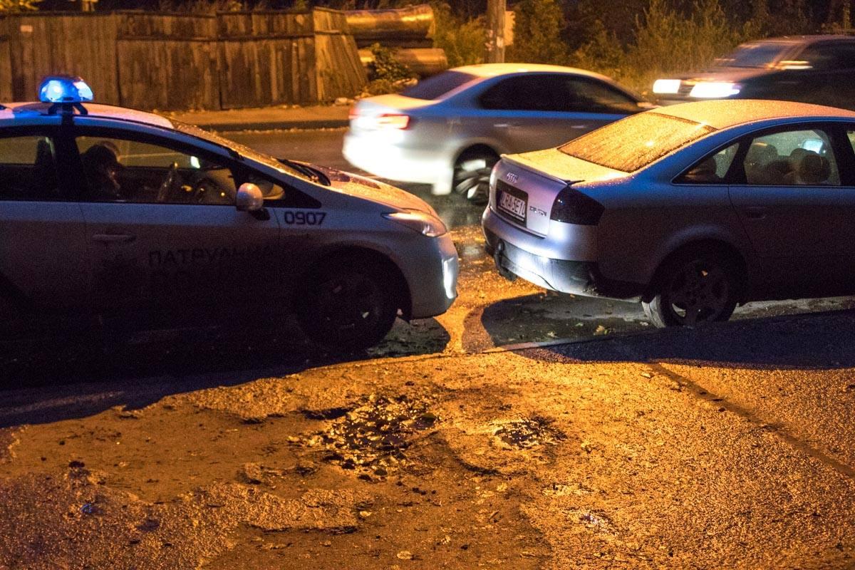 Из-за удара патрульное авто протаранило Audi