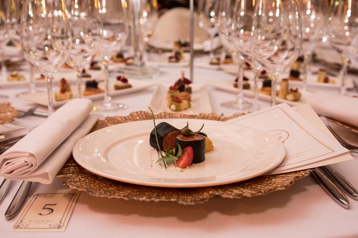 Гостей угощали изысканными блюдами
