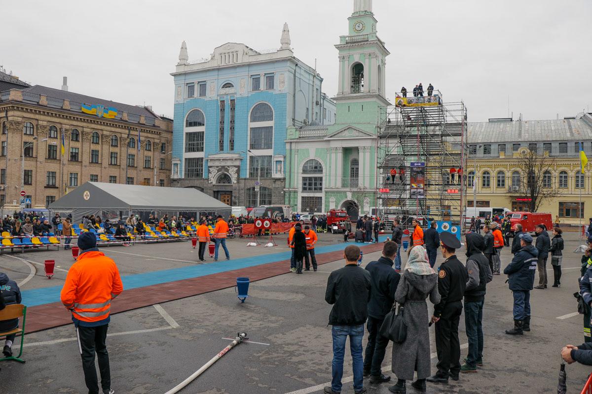 На Контрактовой площади спасатели соревновались за звание лучшего