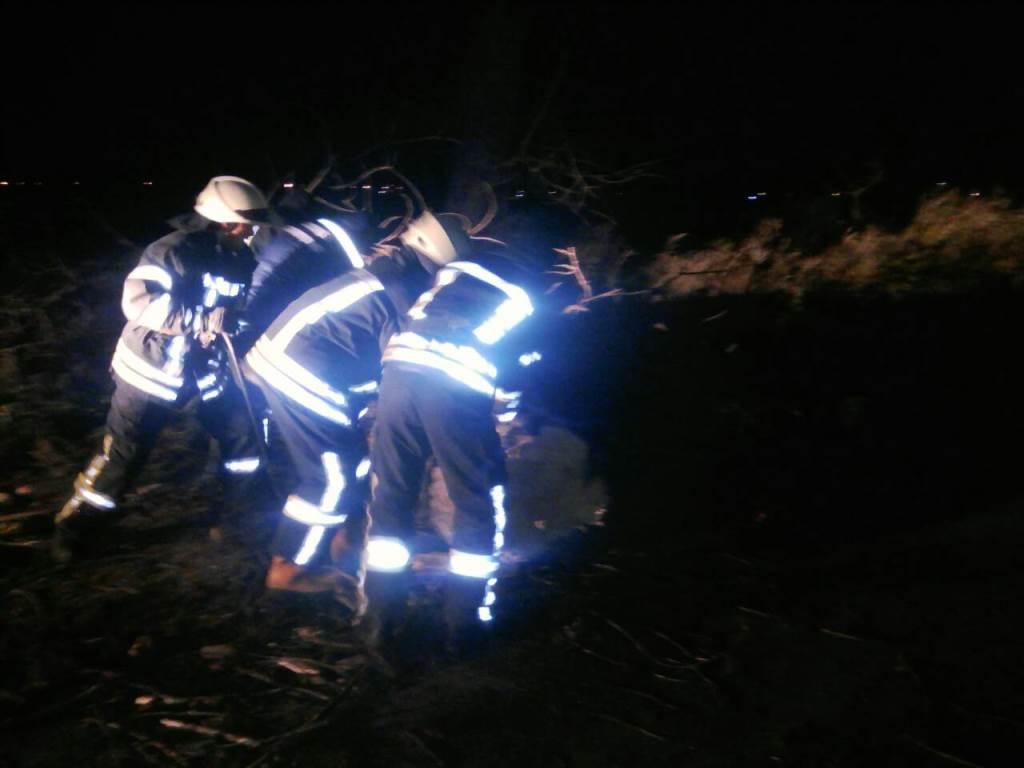 На месте происшествия работали три подразделения ГСЧС