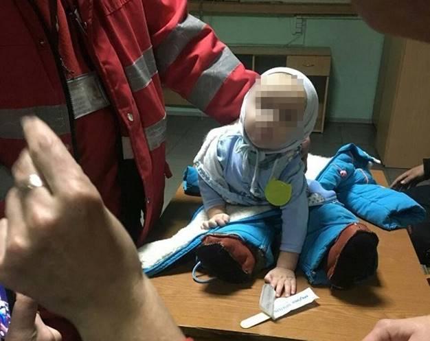 Девятимесячного мальчика увезли в больницу