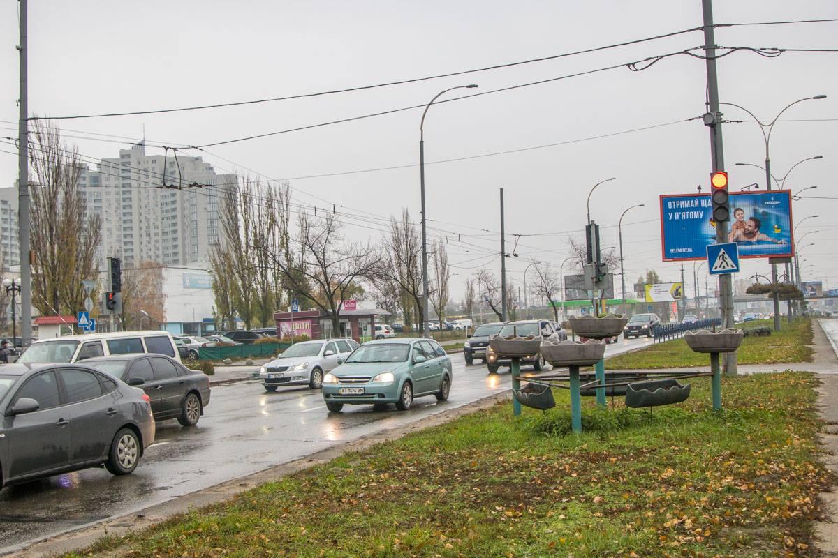 Движение на участке, где произошла авария, оживленное