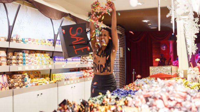 В Черную Пятницу Femen требовали продать корпорацию Roshen