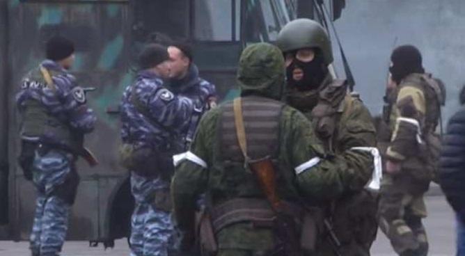 Загадочные люди в центре Луганска, появившиеся там 21 ноября
