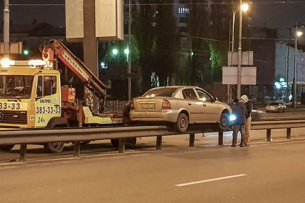 Авария произошла в Голосеевском районе
