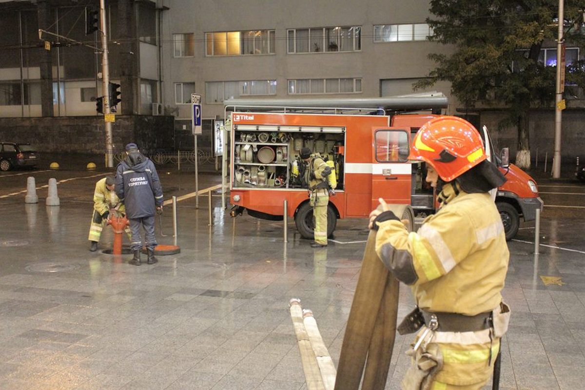 По легенде учений в торговом комплексе случился пожар из-за короткого замыкания