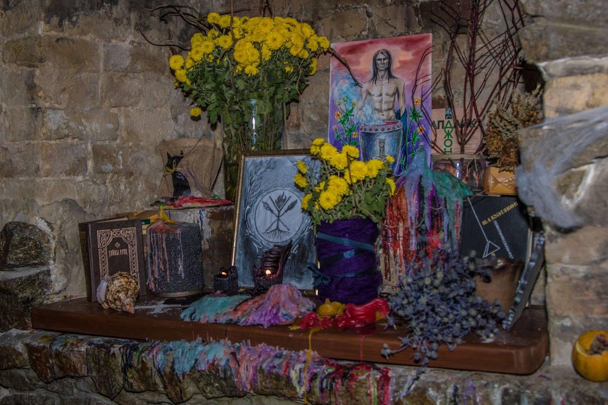 В заведении часто проводят настоящие гадания и ритуалы