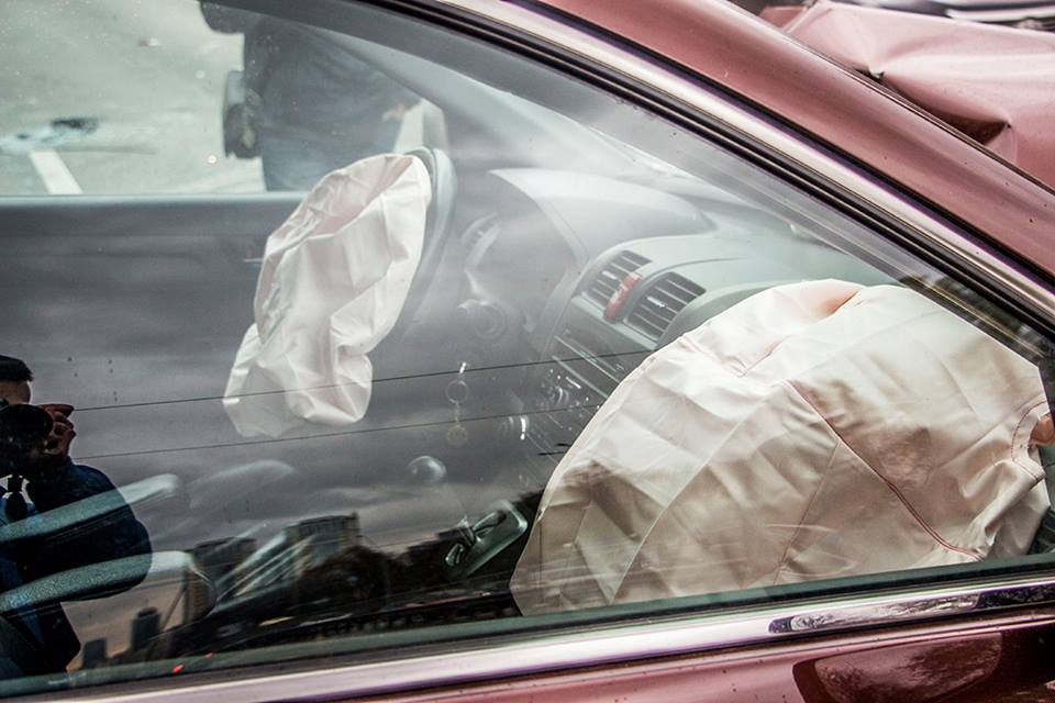 Двух детей - пассажиров коричневого Honda скорая увезла на рентген
