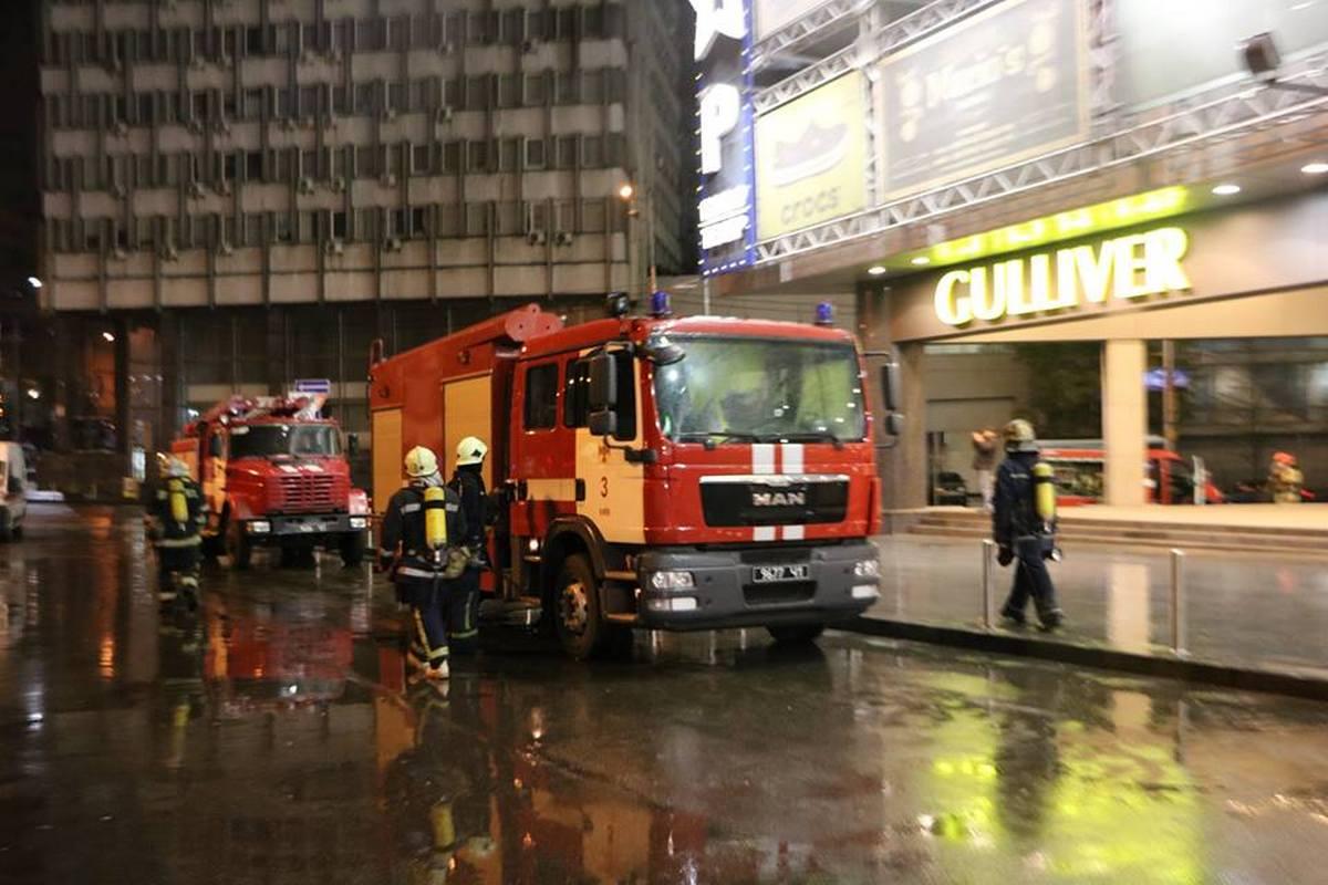 Пожарные провели ночные учения в ТРК «Gulliver»