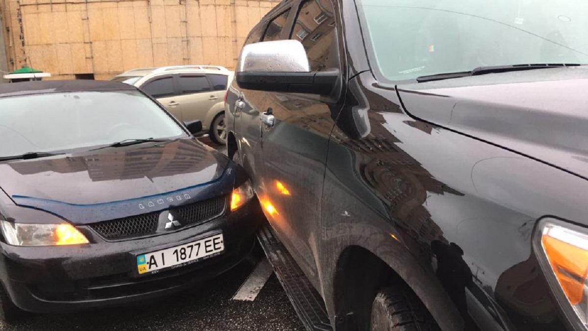 На Большой Васильковской столкнулись Toyota и Mitsubishi