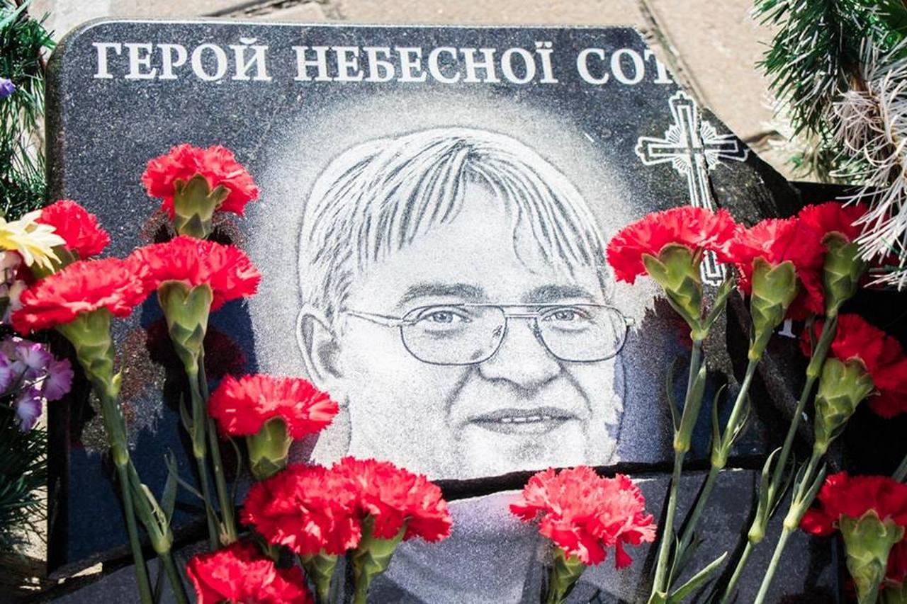 Мемориальная доска Владимиру Мельничуку
