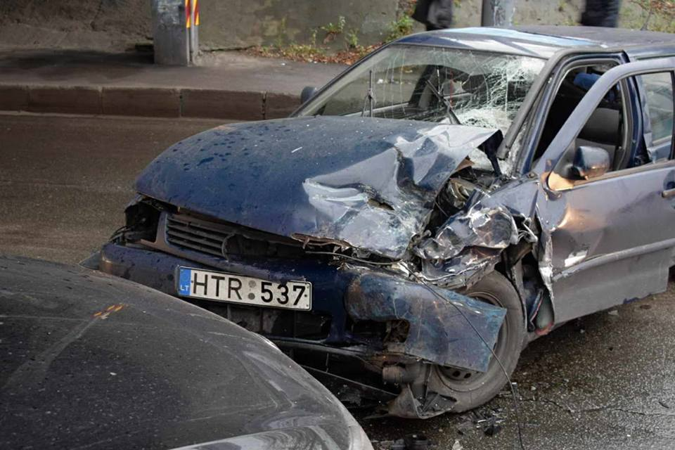 В результате аварии пострадал водитель Volkswagen