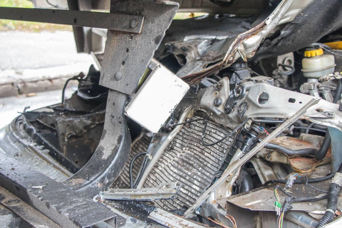 У легковой машины сильные повреждения