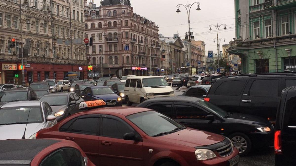 В центре столицы затруднено движение