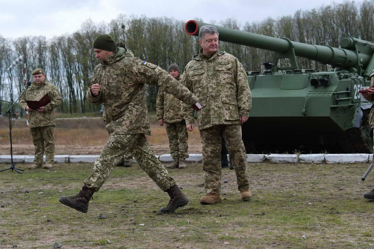 Порошенко объявил о модернизации украинской артиллерии