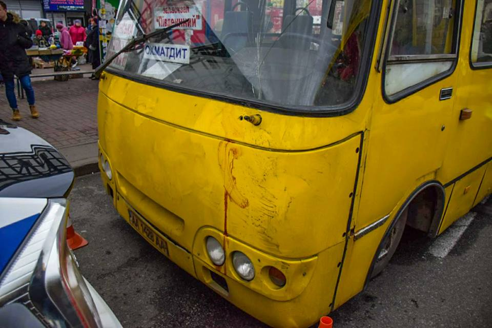 4 ноября на улице Героев Днепра маршрутка сбила людей, в результате чего погибли два человека
